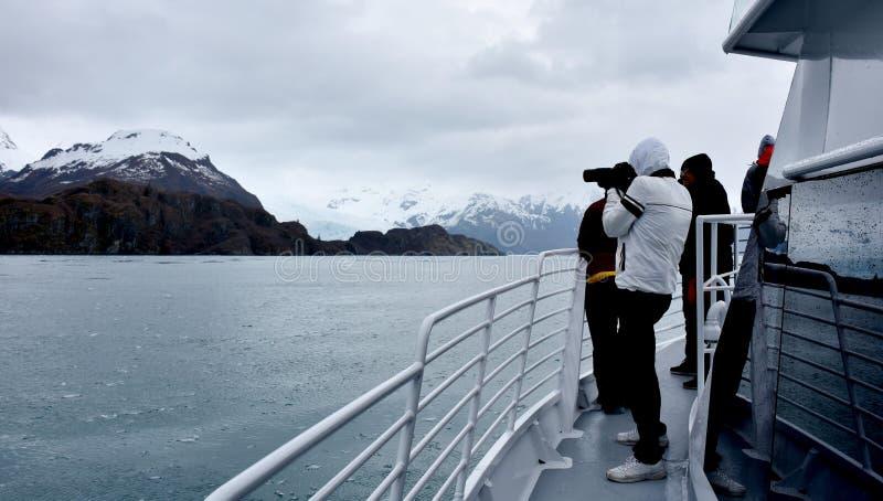 Cruiseschip in Kenai-Fjorden Nationaal Park, Alaska, de V.S. stock foto