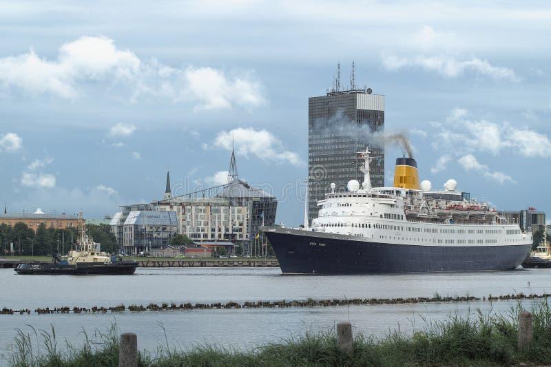 Cruiseschip in Marine Port Of Riga, Letland royalty-vrije stock afbeelding
