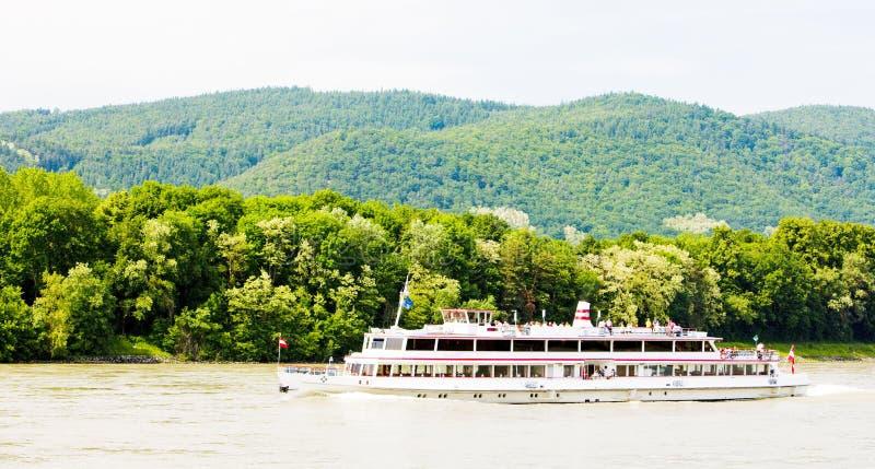 cruiseschip op de rivier van Donau, Wachau, Lager Oostenrijk, Oostenrijk stock foto