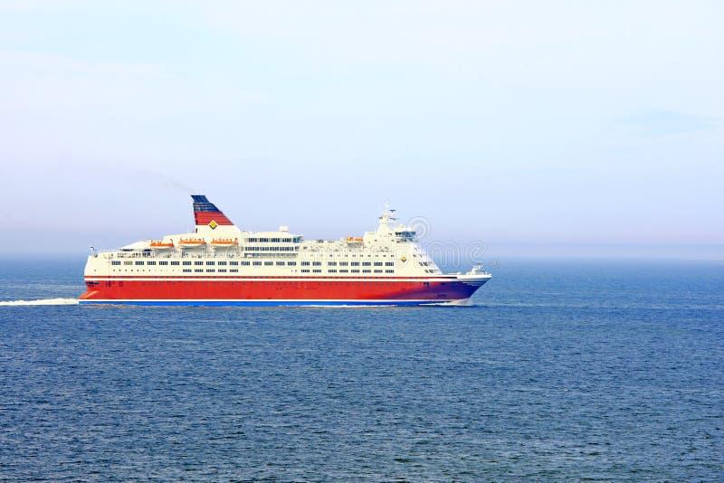 Cruiseschip op overzees royalty-vrije stock foto