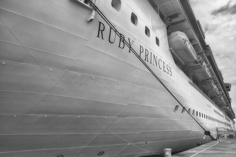 Cruiseschip Ruby Princess B&W stock foto