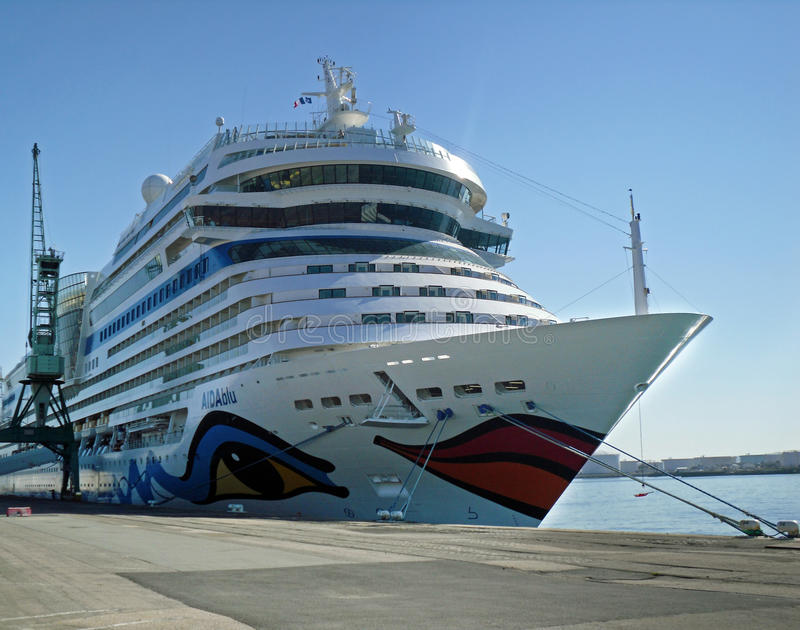 Cruiseship AIDAblu dans le Havre (Frances) photographie stock