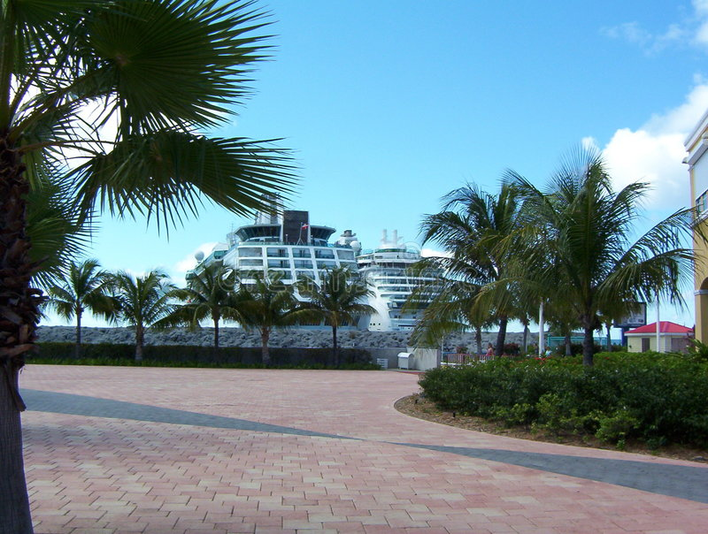 Cruiseships Dans La Rue Maarten Photo libre de droits