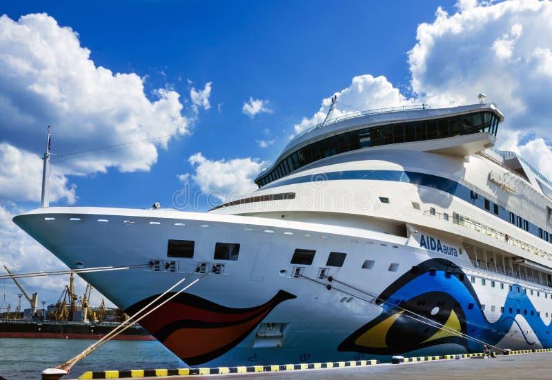 Cruisevoering Aida Aura in zeehaven Odessa royalty-vrije stock fotografie
