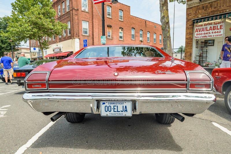 Cruisin auf Hauptstraße in Manchester Connecticut lizenzfreies stockbild