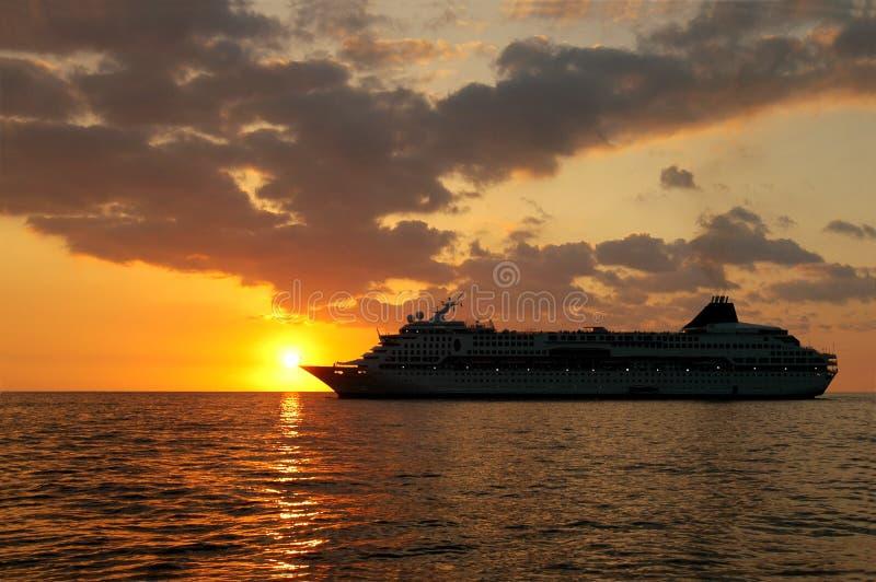 Cruisin in Sonnenuntergang lizenzfreie stockfotos