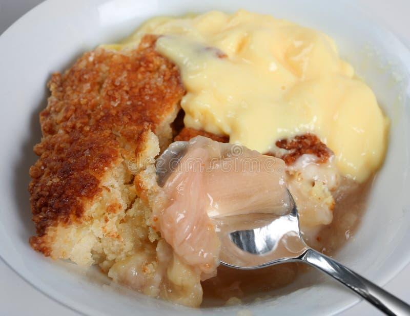 crumble custard rabarbar zdjęcie royalty free