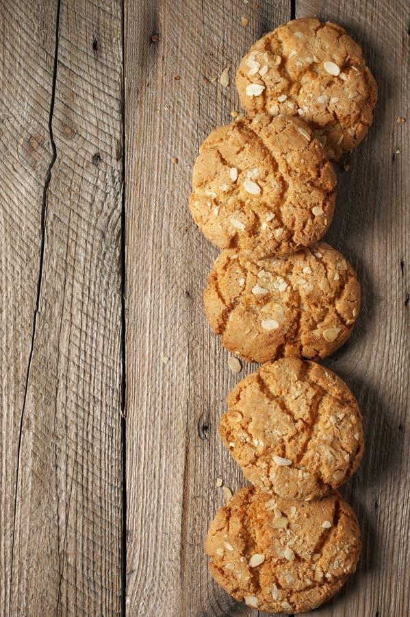 Crumbly печенья арахиса на древесине стоковая фотография rf