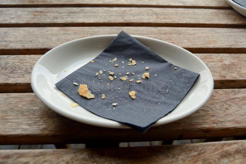 Crumbs στο πιάτο στοκ φωτογραφίες