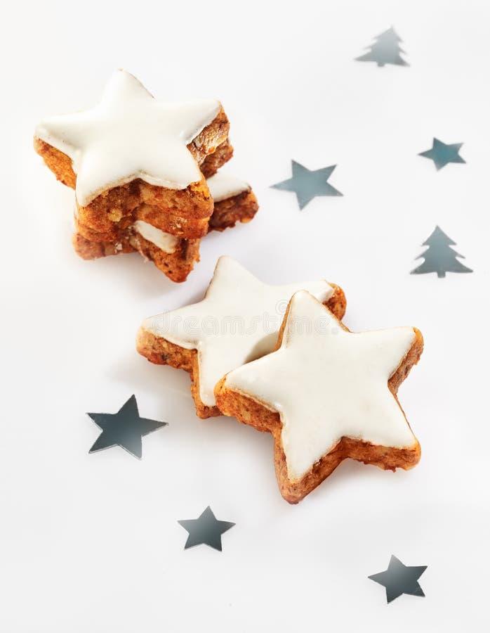 Crunchy julstjärnakakor arkivfoto