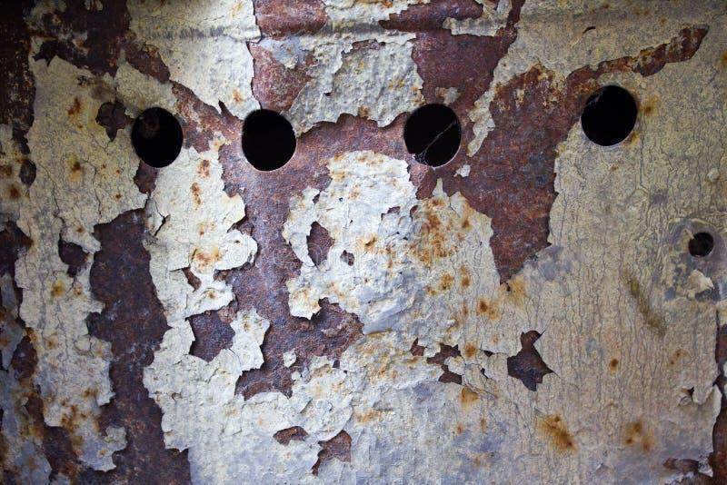 Cruscotto arrugginito con la pelatura della struttura metallica immagini stock