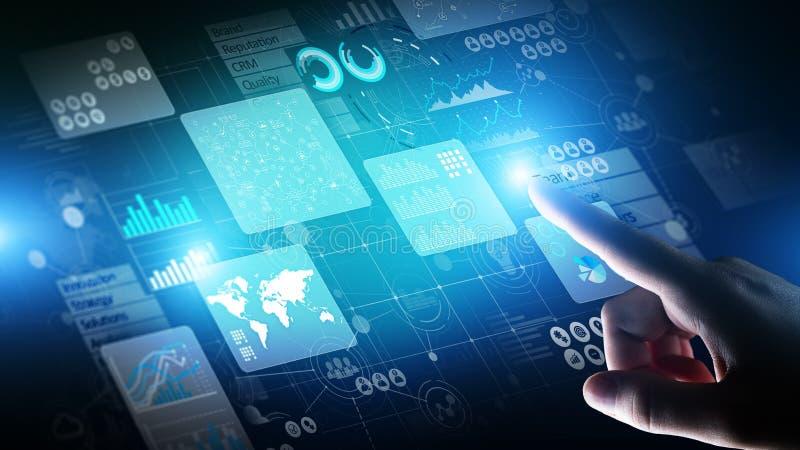 Cruscotto dell'analista di business intelligence sullo schermo virtuale I grandi dati rappresentano graficamente i grafici fotografia stock