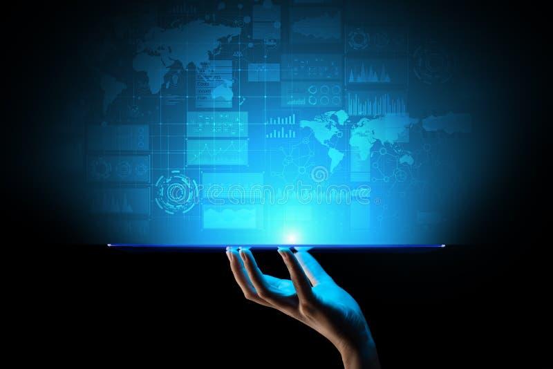 Cruscotto di business intelligence con il grafico e le icone Grandi dati Commercio ed investimento Concetto moderno di tecnologia fotografie stock