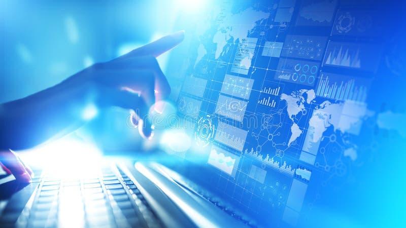 Cruscotto di business intelligence con il grafico e le icone Grandi dati Commercio ed investimento Concetto moderno di tecnologia fotografia stock