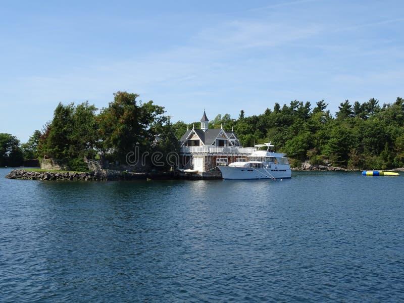 Cruse dans des îles du ` s mille de Canada photo stock