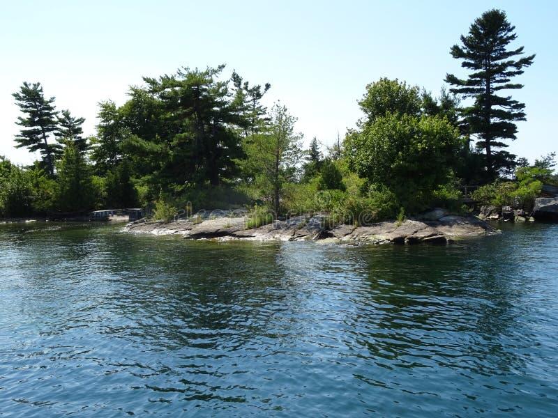Cruse dans des îles du ` s mille de Canada photo libre de droits