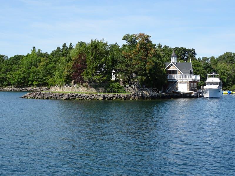 Cruse dans des îles du ` s mille de Canada photos stock