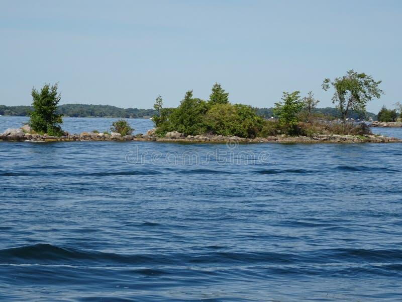 Cruse dans des îles du ` s mille de Canada images libres de droits