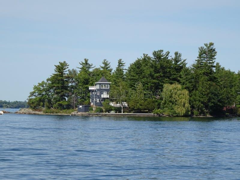 Cruse dans des îles du ` s mille de Canada photographie stock