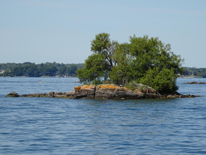 Cruse dans des îles du ` s mille de Canada photos libres de droits