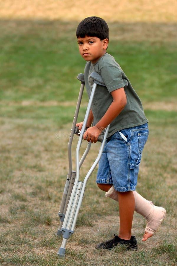 crutches потеха не стоковое изображение rf