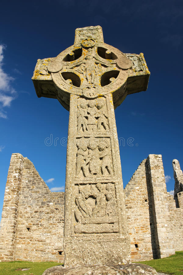 Cruz alta dos scriptures. Clonmacnoise. Irlanda fotos de stock