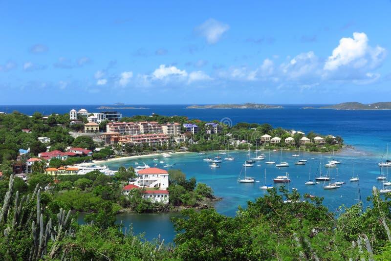 Cruz Bay, St John, Maagdelijke de Eilandenmening van de V.S. van hierboven stock afbeeldingen