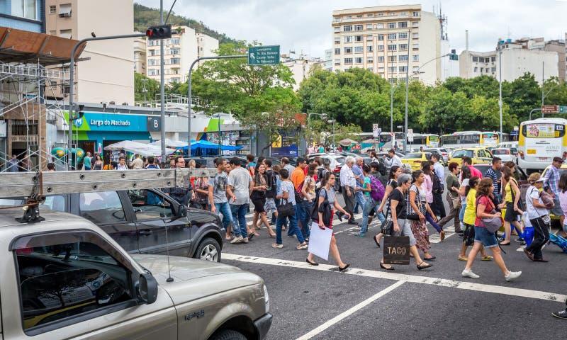 Cruz brasileña la calle del centro de negocio en Santa Teresa foto de archivo
