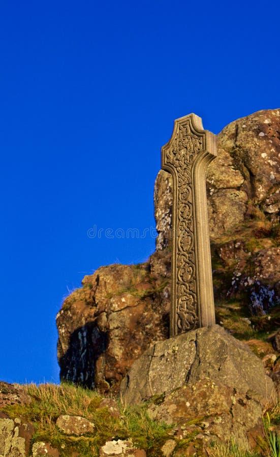 Cruz celta no monte em um cemitério fotos de stock royalty free