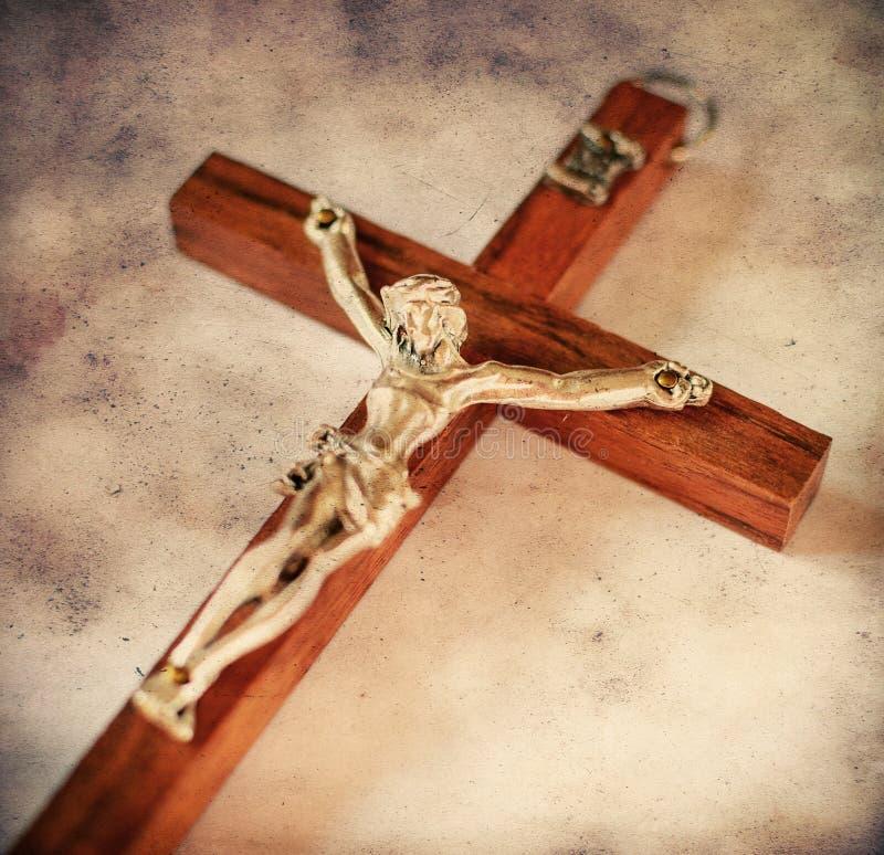 Cruz con Jesus Christ crucificado en estilo del vintage fotos de archivo