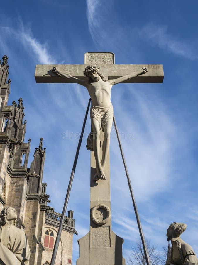 Cruz con la estatua de Jesús fotografía de archivo libre de regalías