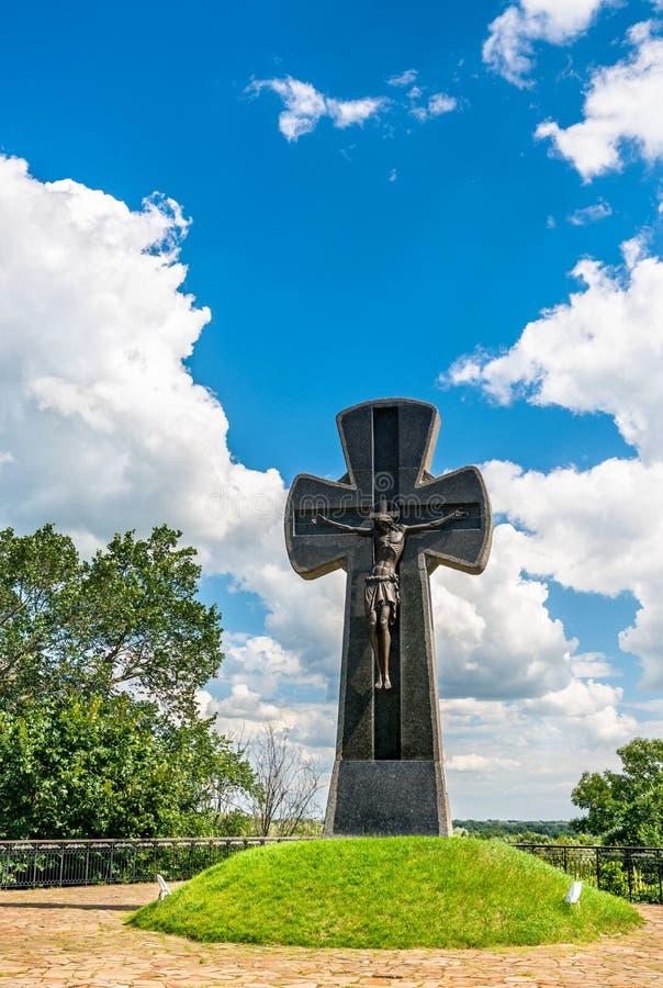 Cruz conmemorativa a los defensores cosacos y a las víctimas de Baturyn en Ucrania fotos de archivo libres de regalías