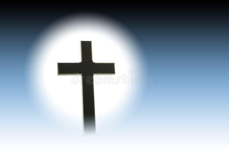 Cruz cristiana en una colina casi en silueta delante del blanco stock de ilustración