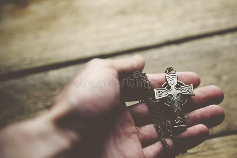 Cruz da mão do homem fotos de stock royalty free