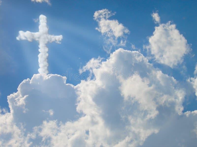 Cruz da religião. nubla-se o conceito imagem de stock royalty free
