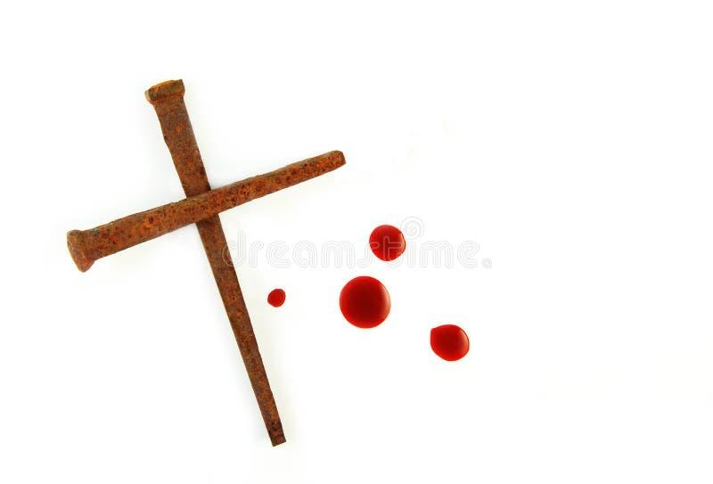 Cruz de clavos oxidados y de gotas de sangre fotos de archivo libres de regalías