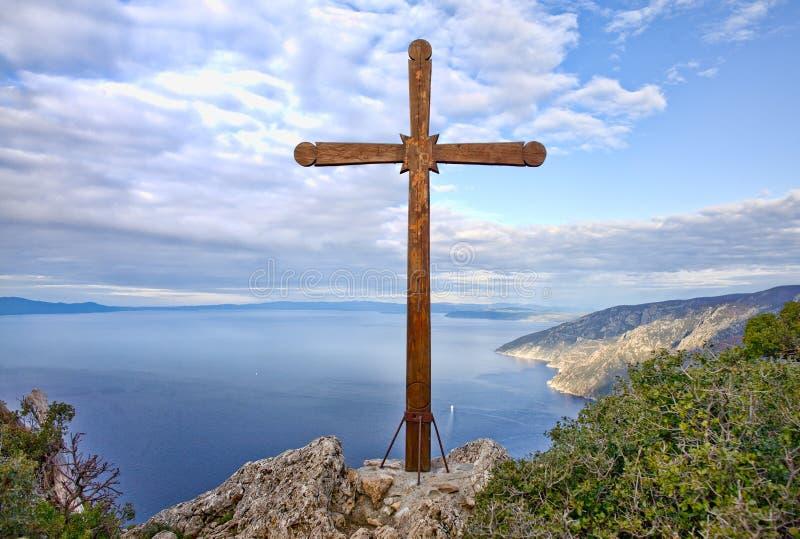 Cruz de madera en el montaje Athos imagen de archivo