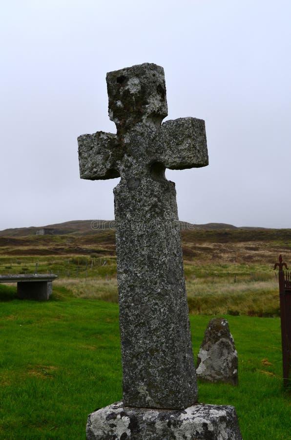 Cruz de piedra alta del entierro en Escocia imagen de archivo libre de regalías