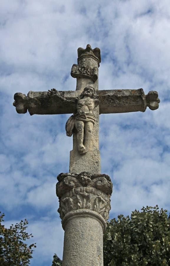 Cruz de piedra antigua detallada, Noyers, Francia imagen de archivo libre de regalías
