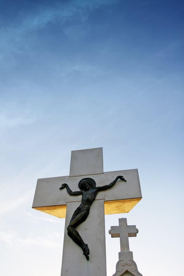 Cruz de piedra de la iglesia fotografía de archivo