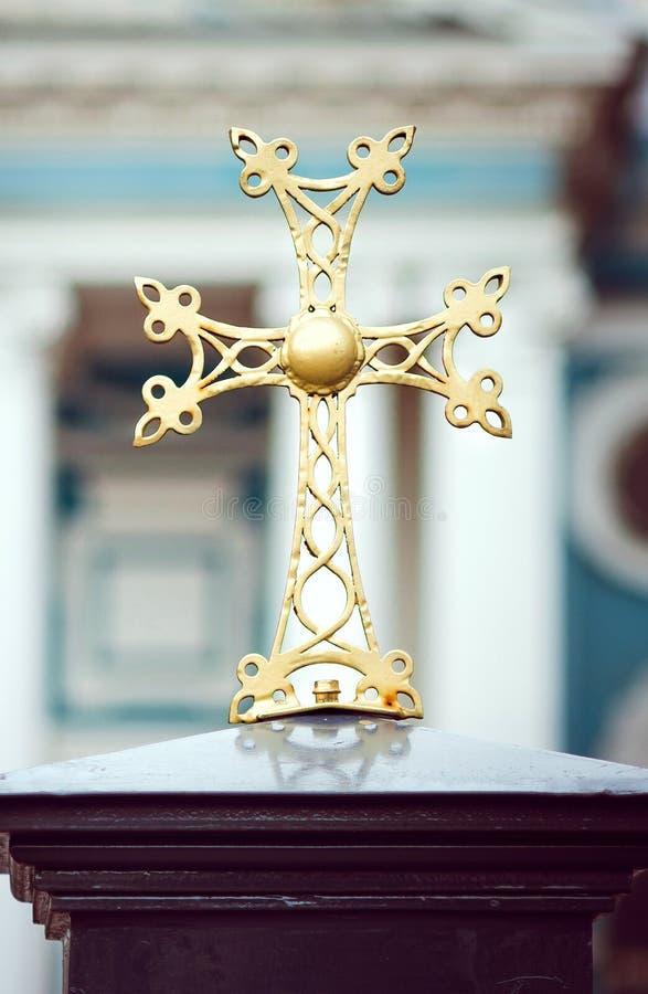 Cruz decorativa bonita do ferro, o elemento do projeto da constru? fotografia de stock