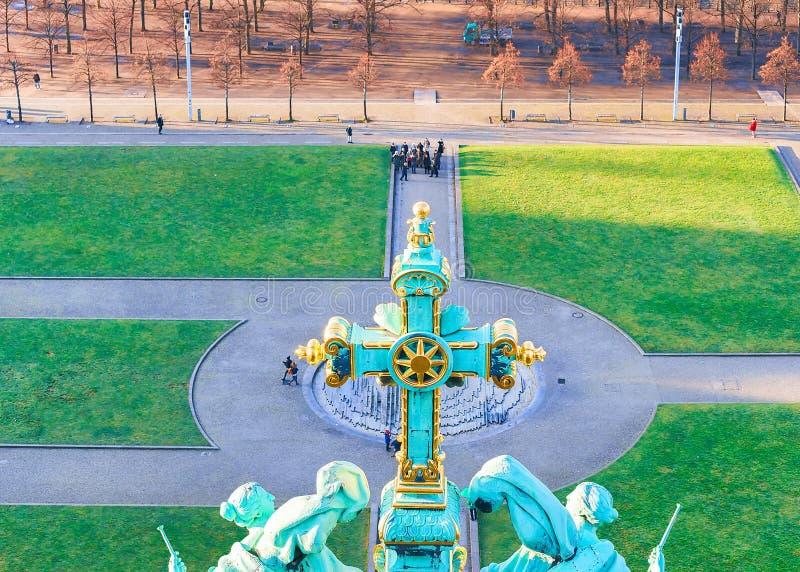 Cruz del berlinés Dom Cathedral en Berlín fotografía de archivo