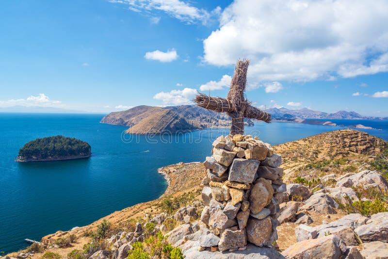 Cruz del lago Titicaca fotos de archivo