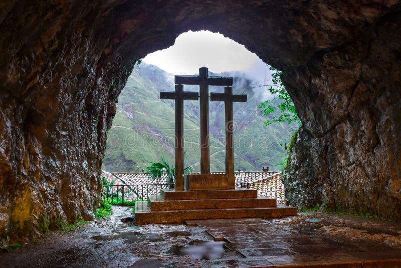 Cruz dentro da caverna santamente de Covadonga II fotos de stock royalty free