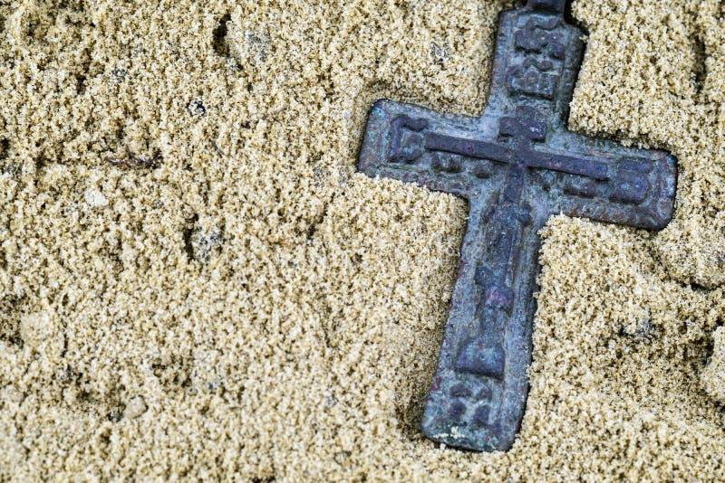 Cruz do estilo antigo, sinal religioso ortodoxo do vintage do século XVIII foto de stock
