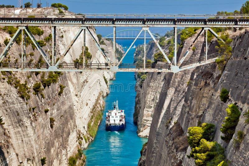Cruz do navio o canal de Corinth foto de stock