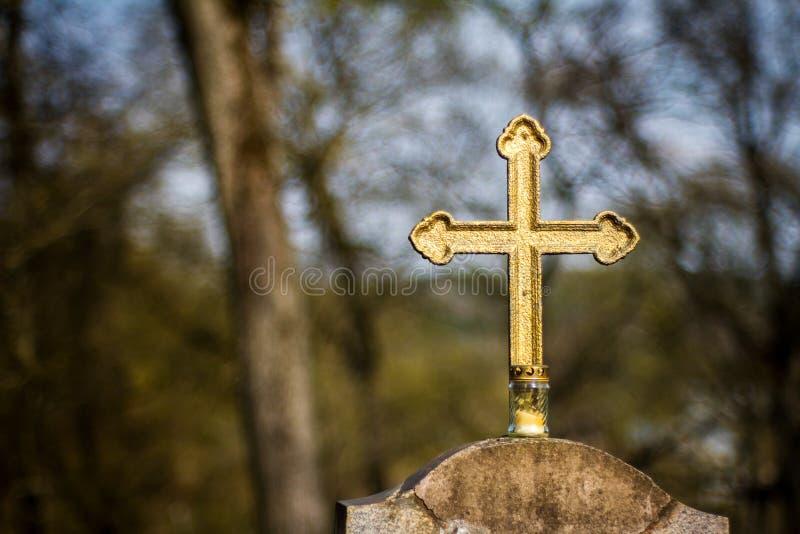 Cruz dourada velha imagens de stock
