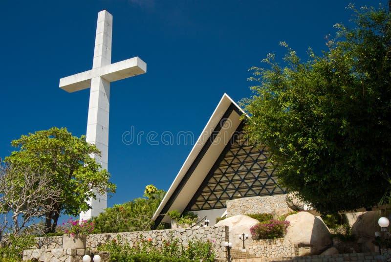 Cruz e iglesia de Acapulco foto de archivo