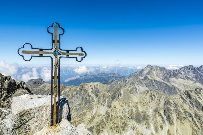 Cruz en Gerlach Peak fotos de archivo libres de regalías