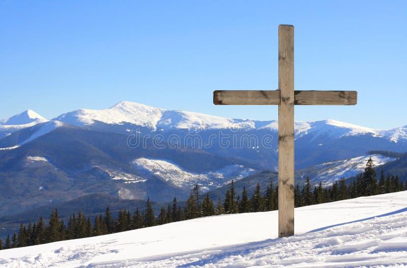 Cruz en la montaña imágenes de archivo libres de regalías